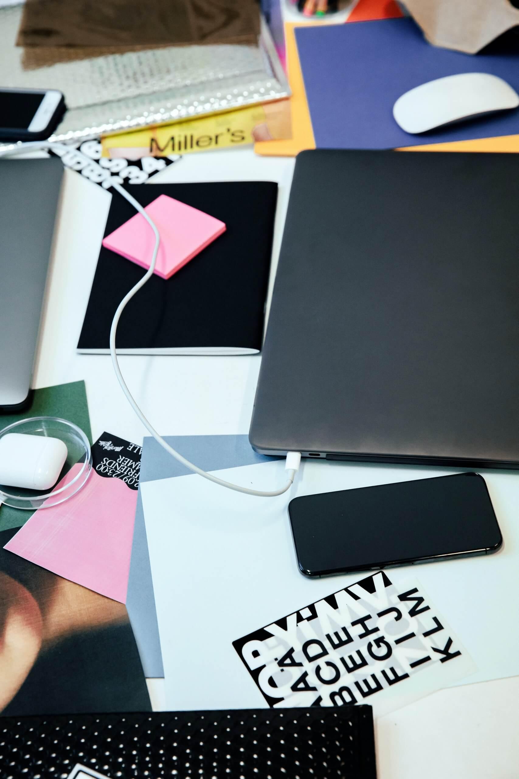 DTS_On_the_Agency_Desk_Julien_Tell_3507-1